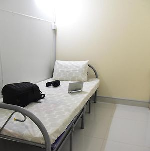 Private Partitioned Room Nr Mall Of Emirates photos Exterior