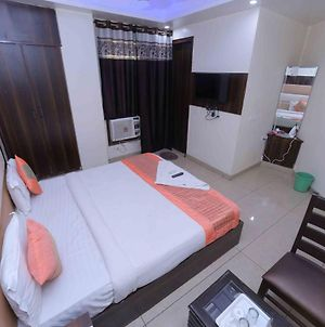 Hotel Couple Stay Suites At Mahipalpur photos Exterior