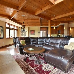 Blue Mountain-Luxurious Blueskigeorge Chalet ,Hot Tub , Pool ,Gas Fireplace photos Exterior