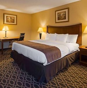 Best Western Plus Wooster Hotel & Conference Center photos Room