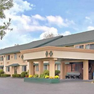 Americas Best Value Inn New Paltz photos Exterior