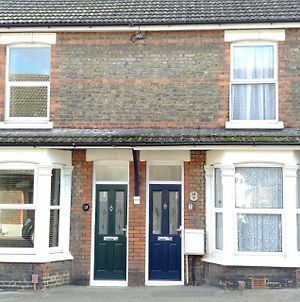 Victoria Road, Comfortable 3 Bedroom Houses With Fast Wi-Fi photos Exterior