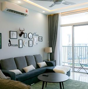Riverfront Seaview Condo In Georgetown, By Sanguine photos Exterior
