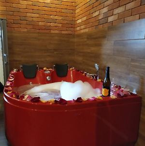Cracow Jacuzzi Apartments - Red Room photos Exterior