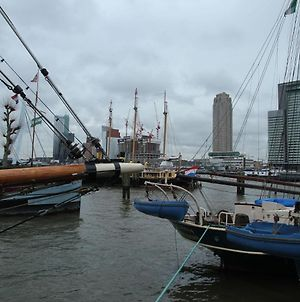 Lovely Boat In Rotterdam With Lake Nearby photos Exterior