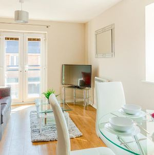 Modern Two Bedroom Apartment With Free Parking, Wifi And Netflix By Hp Accommodation photos Exterior