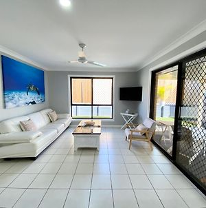 Stylish Residence, Large Private Yard - Close To Dreamworld photos Exterior