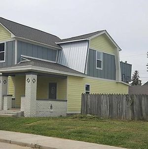 New 4 Bedroom House For Downtown Travelers!!! photos Exterior