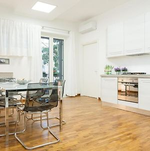 Three Bedroom Deluxe Apartment Near Popolo With Wifi And Balcony photos Exterior