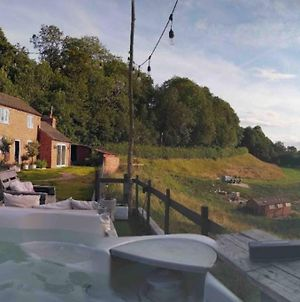 Rural Retreat With Hot Tub And 10-Min Walk To Town photos Exterior