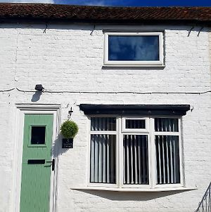Ladybird Cottage, Dog Friendly, Couples Or Small Families, Yorkshire Wolds - Countryside And Coast photos Exterior