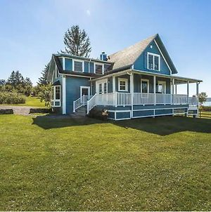 Lovely Lac-Brome 3 Bedroom Lakefront Cottage photos Exterior