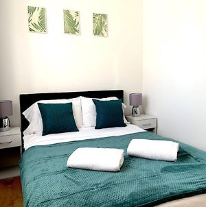 Two Bedroom Serviced Apartment, London photos Exterior