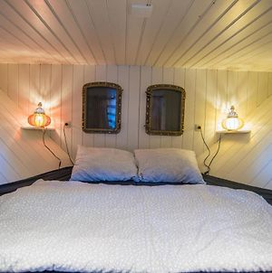 Private Houseboat In The Heart Of Amsterdam photos Exterior