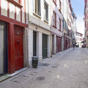 Lovely 2 One-Bedroom Apartment Overlooking Nive In Bayonne - Welkeys photos Exterior