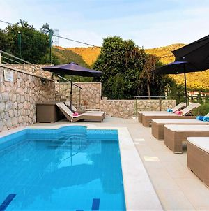 Vacation Home With Private Heated Pool photos Exterior