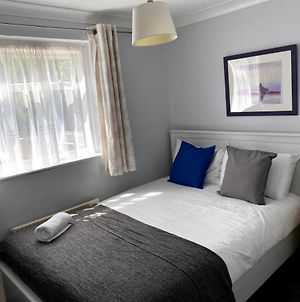 Chelsea Garden -Huku Kwetu- Dunstable - Spacious 4 Bedroom House -L&D Hospital - London -M1- Airport -Group Accommodation Up To 9 People photos Exterior