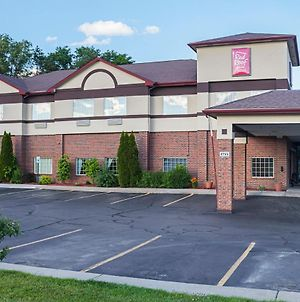 Red Roof Inn & Suites Lake Orion/Auburn Hills photos Exterior