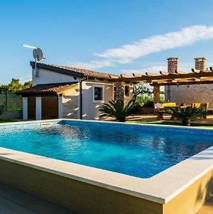 Luxurious Holiday Home In Fazana With Swimming Pool photos Exterior