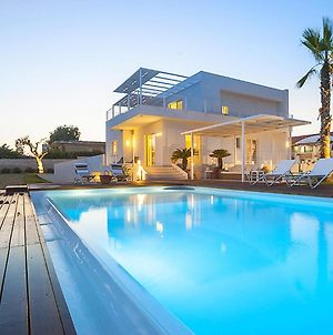 Villa With Private Swimming Pool And Jacuzzi In A Splendid Sea Front Position photos Exterior
