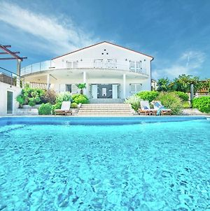 Luxurious Detached Villa In Liznjan With Swimming Pool photos Exterior