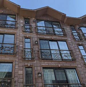 Gorgeous 3 Bedroom Near Central Park For Families Or Groups With No Smoking And No Parties photos Exterior