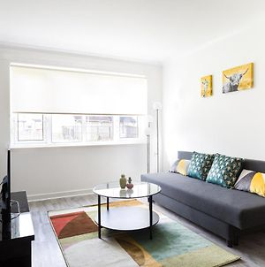 Bowman Gardens Modern 2 Bedroom Large Contractor Apartment Up To 6 People Free Parking By Dream Key Solution photos Exterior