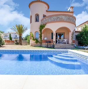House For 4 With Private Swimming Pool Three Hundred Metres From The Beach photos Exterior