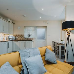 Your Home From Home - Modern 1 Bed Apartment Near City Centre & Hospital photos Exterior