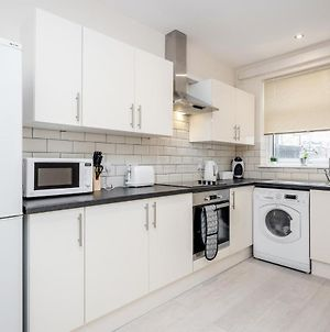 Homely Spaces Presents Apartments A & B, Large Studios For Up To 2 Guests Each, Close To Hospital No Deposit! photos Exterior