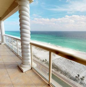 Luxurious 3 Bedroom Skyhome With Panoramic Ocean Views And Steps From The Beach photos Exterior