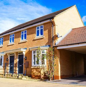 Self-Contained New Build Executive House With Secure Parking I Eco-Serviced Accommodation I Free Range Stays photos Exterior