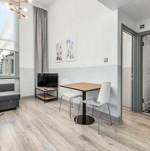 Super 2 Bed Flat - 5Mins To Earls Court Station photos Exterior