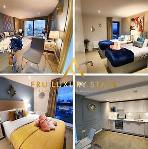 Fru Luxury Stays Serviced Accommodation *Timeless* - Manchester 2 Bedroom Apartment, Sleeps 4. Gated Allocated Parking photos Exterior