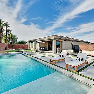 Luxurious Private Oasis With Pool, Spa & Firepit Home photos Exterior