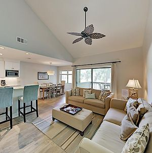 Updated Harbour Town Hideaway With Pool & Balcony Condo photos Exterior