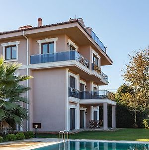 Peaceful 5 Bedroom Villa With Private Pool And Garden In Kartepe photos Exterior