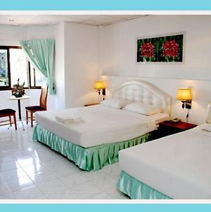 Welcome Inn Hotel Karon Beach 3 Bed Room From Only 1200 Baht photos Exterior