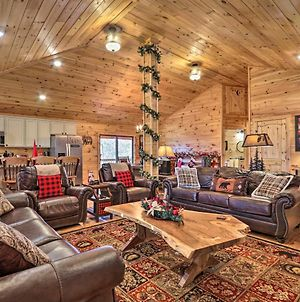Luxe Cabin With Hot Tub, Theater, Pool Table, Arcade photos Exterior