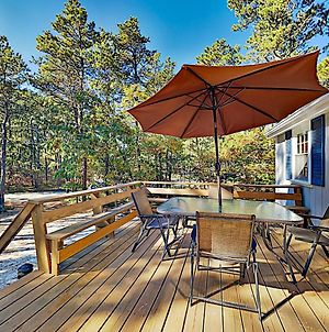 Wooded Home With Alfresco Dining, Near Beaches Cottage photos Exterior