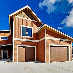 Modern Townhome With Private Hot Tub & Garage Townhouse photos Exterior