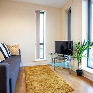 Spacious 3 Bedroom Apartment Near Manchester City Centre With All Amenities photos Exterior