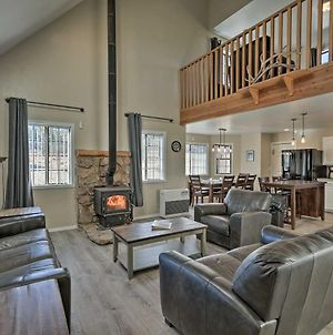 Spacious Family Home Surrounded By Mtn Views! photos Exterior