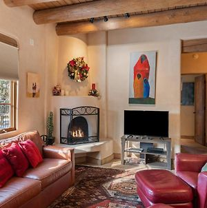 3Bd Art Haven - Stylish Southwestern Comfort, Walk To The Plaza - New Listing photos Exterior