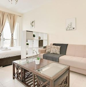 Guestready Perfectly Convenient Apartment Overlooking The Stables photos Exterior