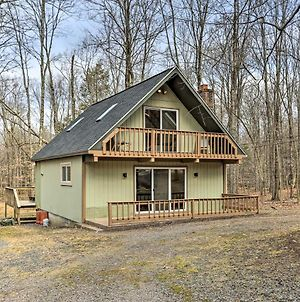 Chic Pocono Lake Cabin With Resort Amenities! photos Exterior