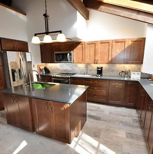 4 Bedroom Ski Home In East Vail With Private Hot Tub photos Exterior