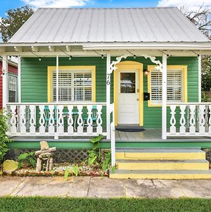 Quaint Modern Downtown Cottage photos Exterior