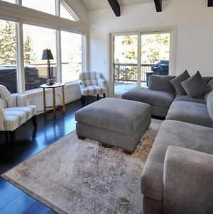 Spectacular Remodeled 5 Bedroom Matterhorn Home W Hot Tub And Ski Lockers photos Exterior