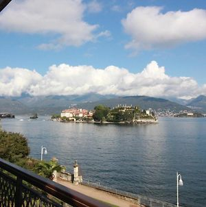 On The Lake Side With A Magnificent View Of The Borromean Islands photos Exterior